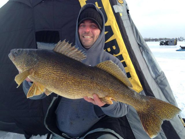 Ontario 39 s world record winter walleye northern ontario for Ice fishing for walleye
