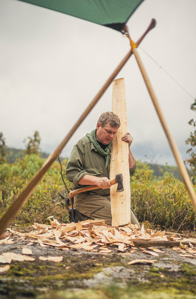 12-Ray-Mears-Making-a-paddle-