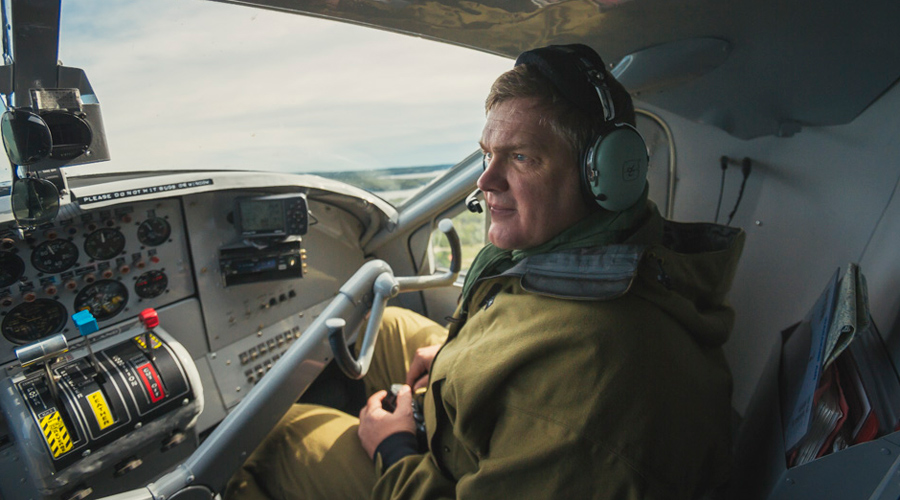 5-Ray-Mears-in-Float-Plane-