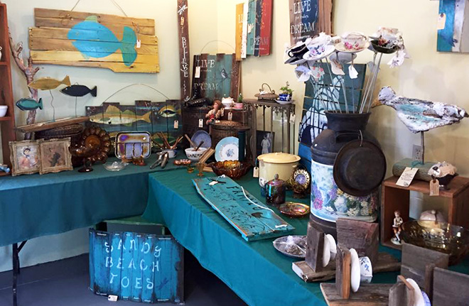 Handmade gifts and cottage decor at the Clover Valley Farmers' Market in Fort Frances