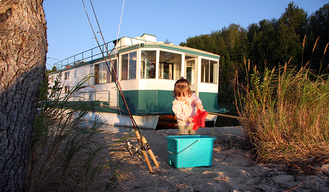 Houseboat trips are a great idea for a family vacation