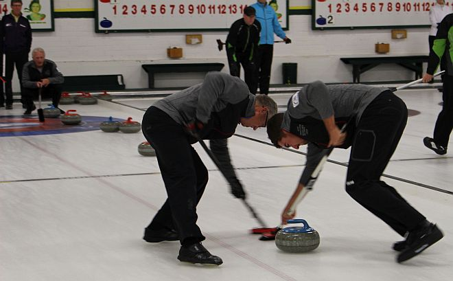 bonspiels men sweeping