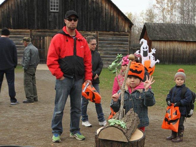 Fort Halloween kids trick treat