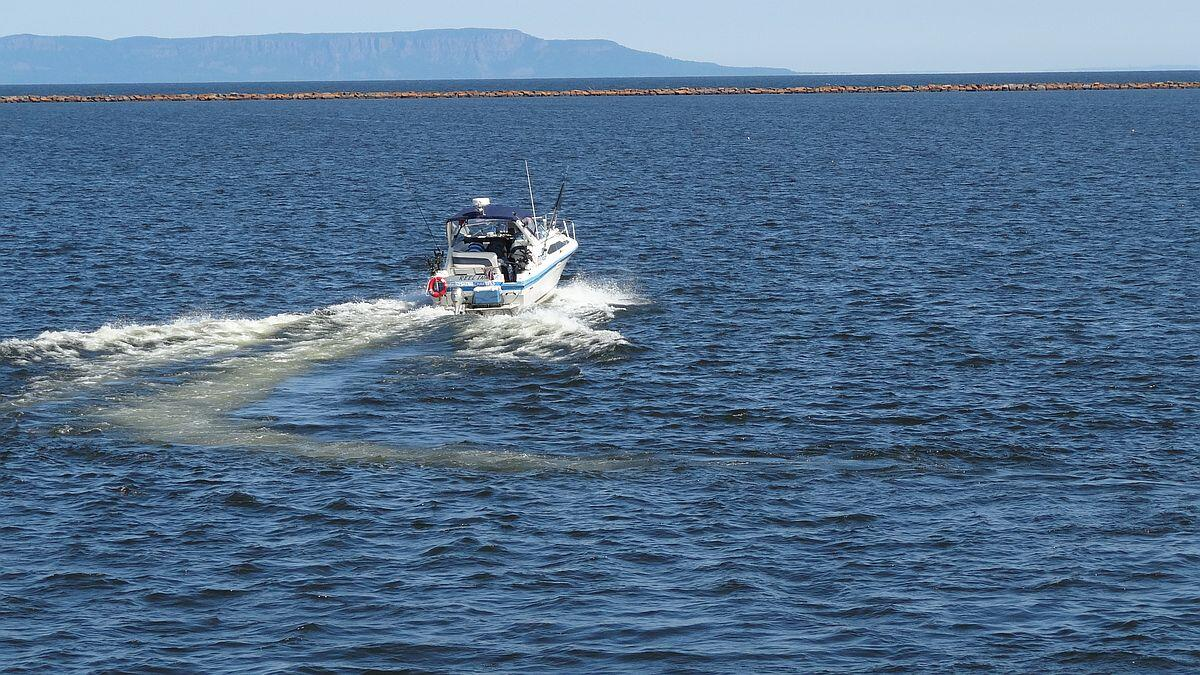 Land a lake superior salmon at week long derby northern for Lake superior charter fishing