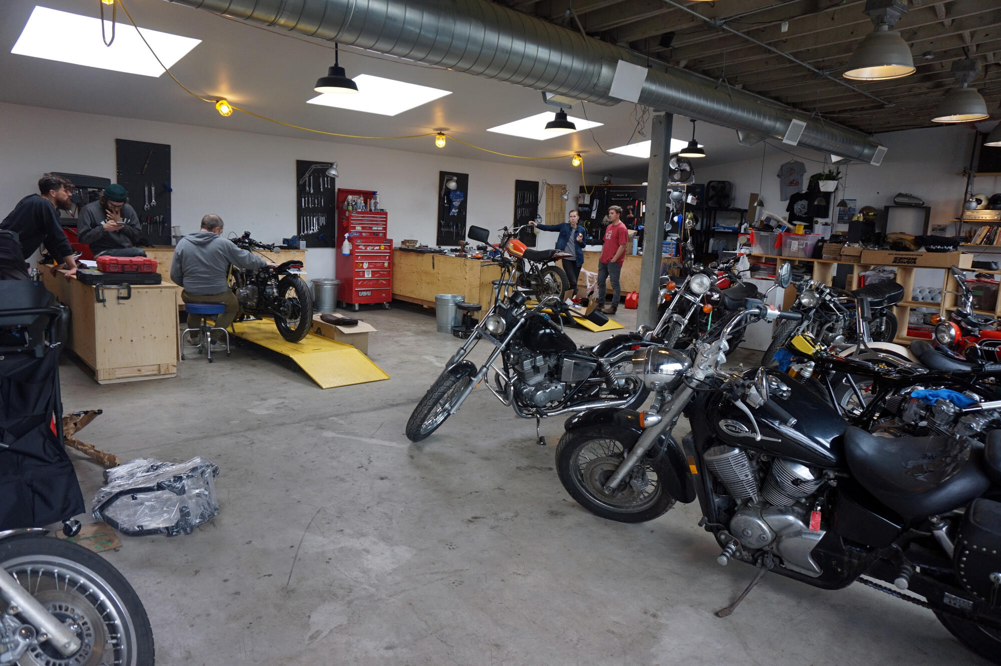 moto revere diy motorcycle garage in toronto northern ontario travel. Black Bedroom Furniture Sets. Home Design Ideas
