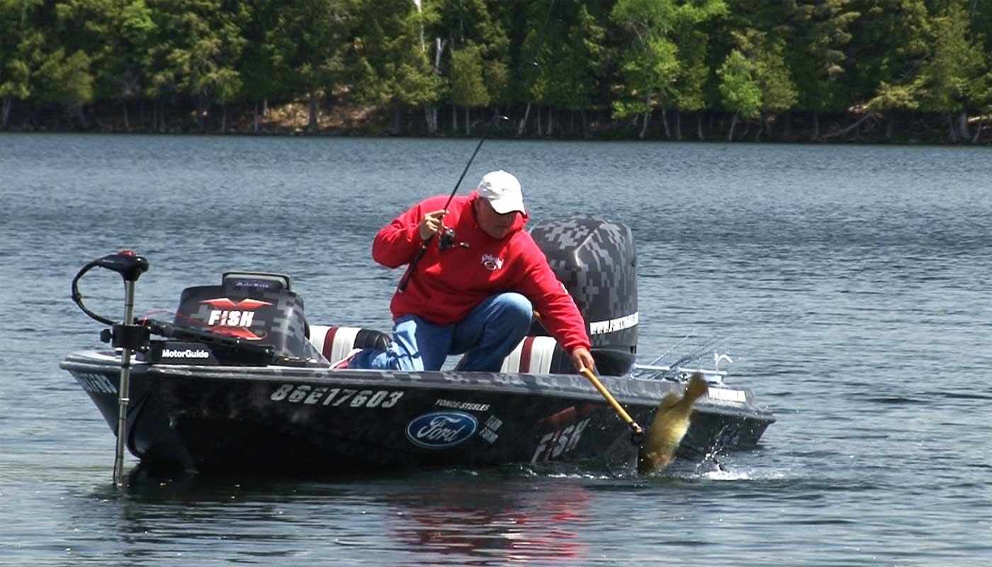 Bass fishing ontario s northern wilderness northern for Ontario drive in fishing lodges