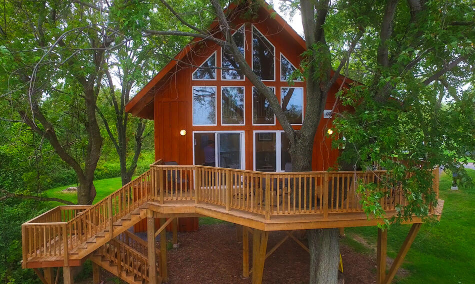 treehouse accommodations