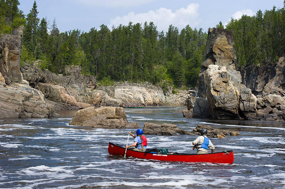 Paddle through incredible geological features.| Source: Ontario Tourism