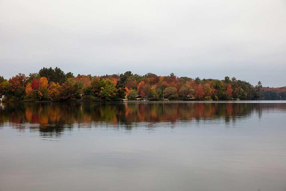 lakeside cottages, fall