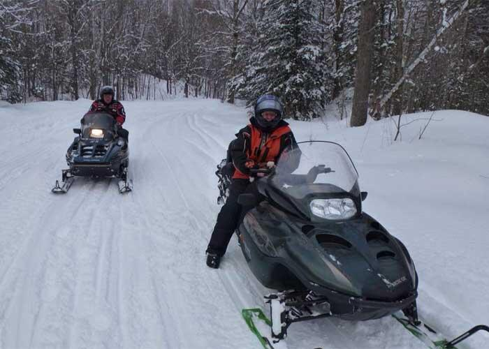 2 snowmobilers on the trail