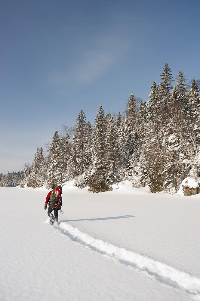 snowshoeing-into-the-lake