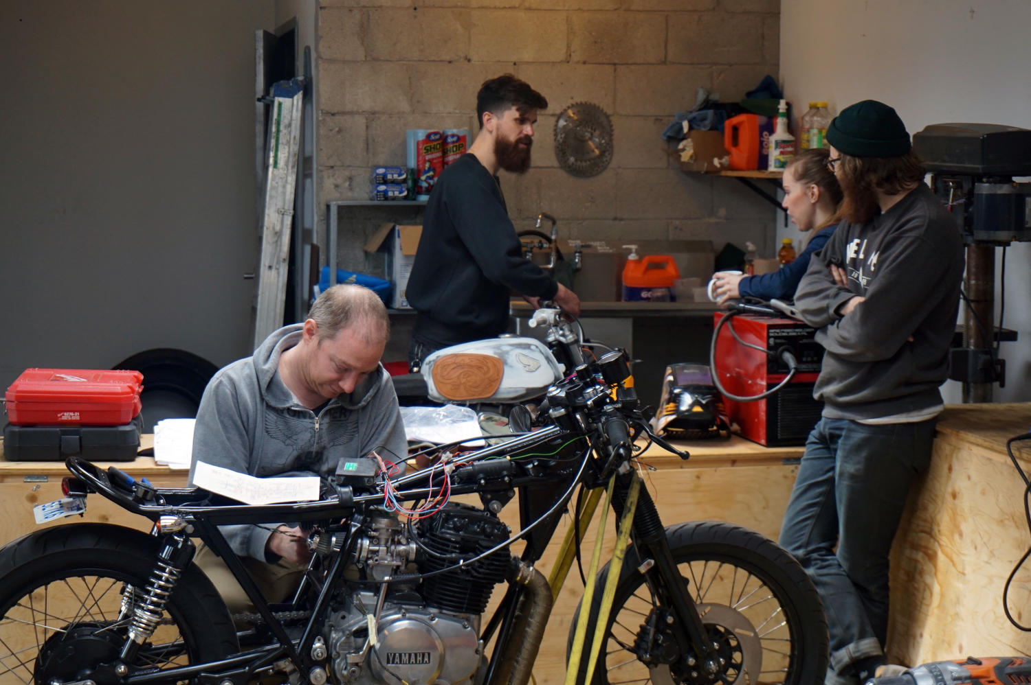 Moto revere diy motorcycle garage in toronto northern ontario travel currently there are 40 members and growing solutioingenieria Image collections