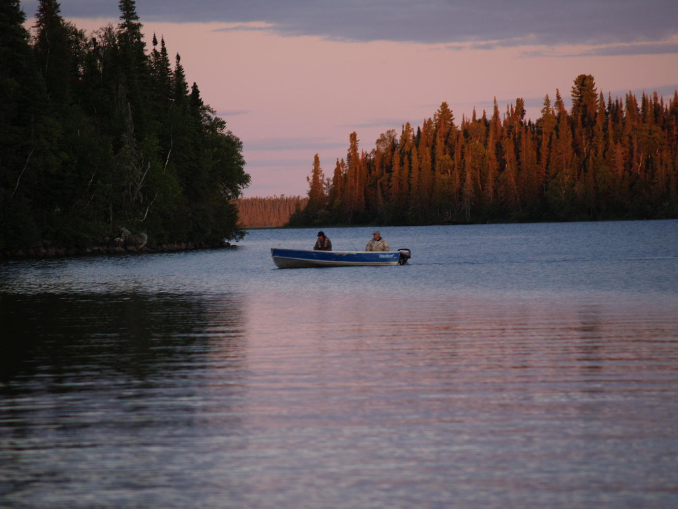 Boat in fishing in sunset country northern ontario travel for Ontario drive in fishing lodges