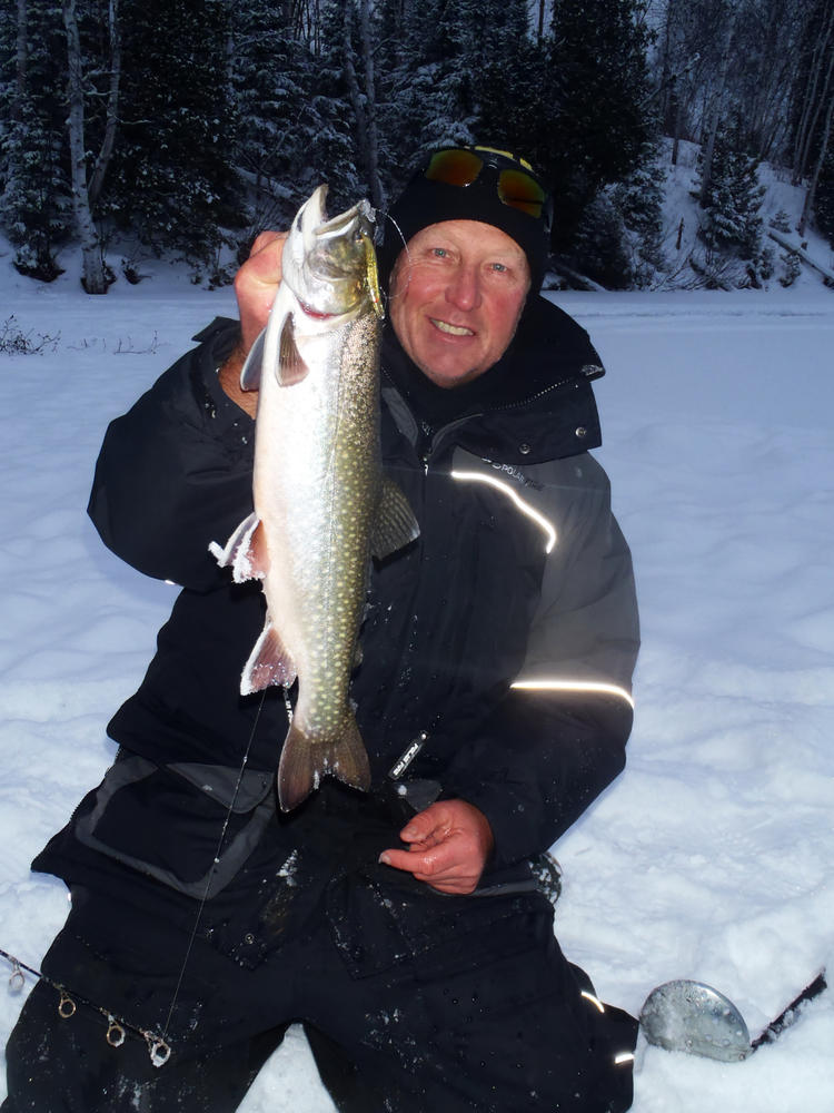 Spectacular splake of northern ontario northern ontario for Ice fishing show